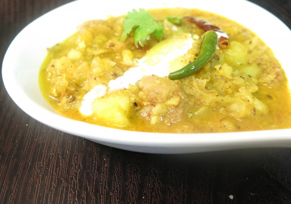 Potato Curry Recipe: Aloo er Dom or Dum Aloo Recipe