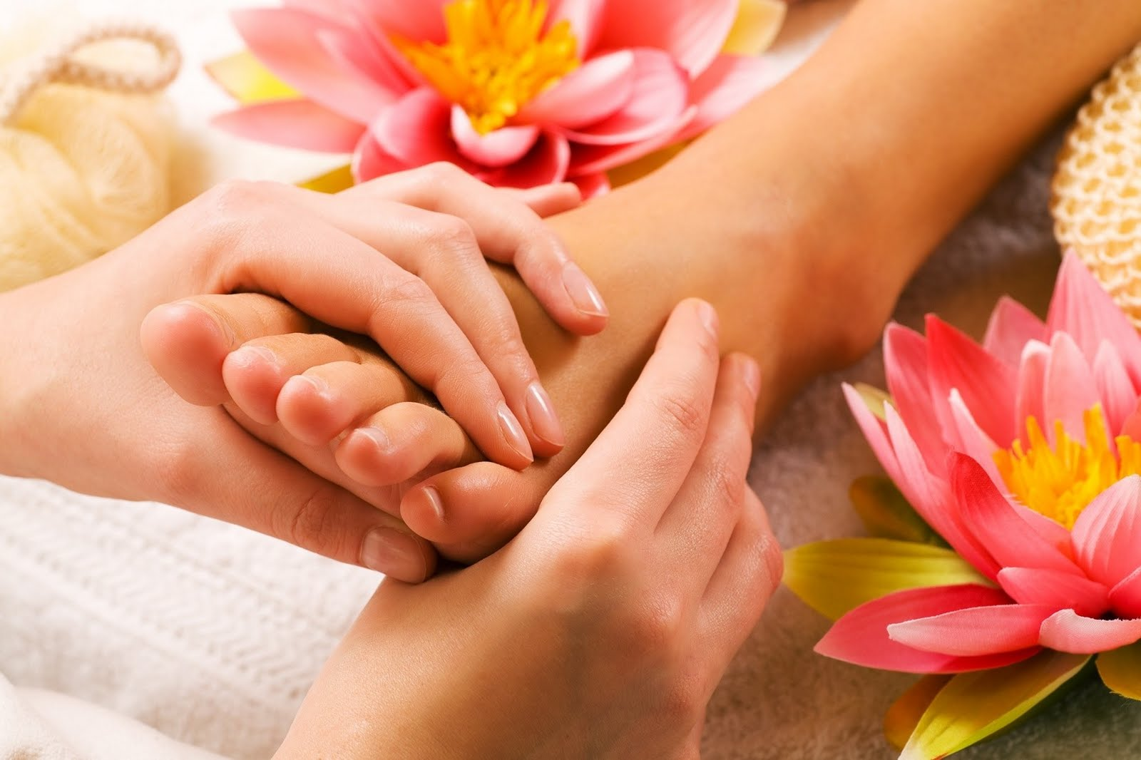 http://conscioushealth.net/wp-content/uploads/2013/09/footmassage1.jpg